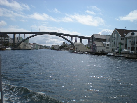 Smedesund facing Risøy Bridge