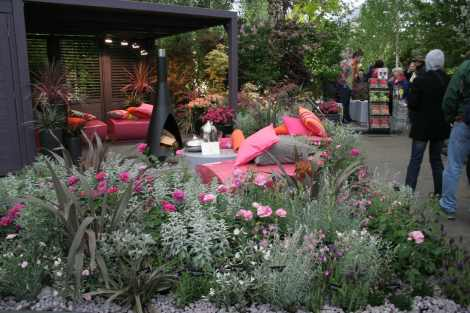 Splashy pink outdoor party place